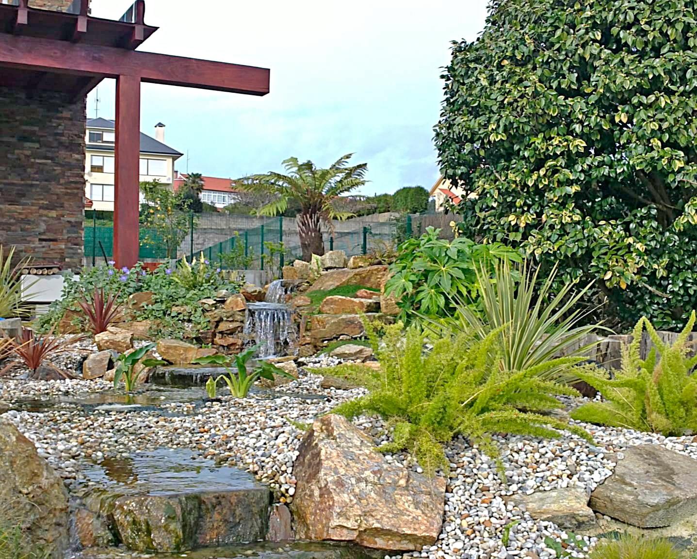 Jardines personalizados, rocallas, cascadas, puentes. Diseño y paisajismo en A Coruña