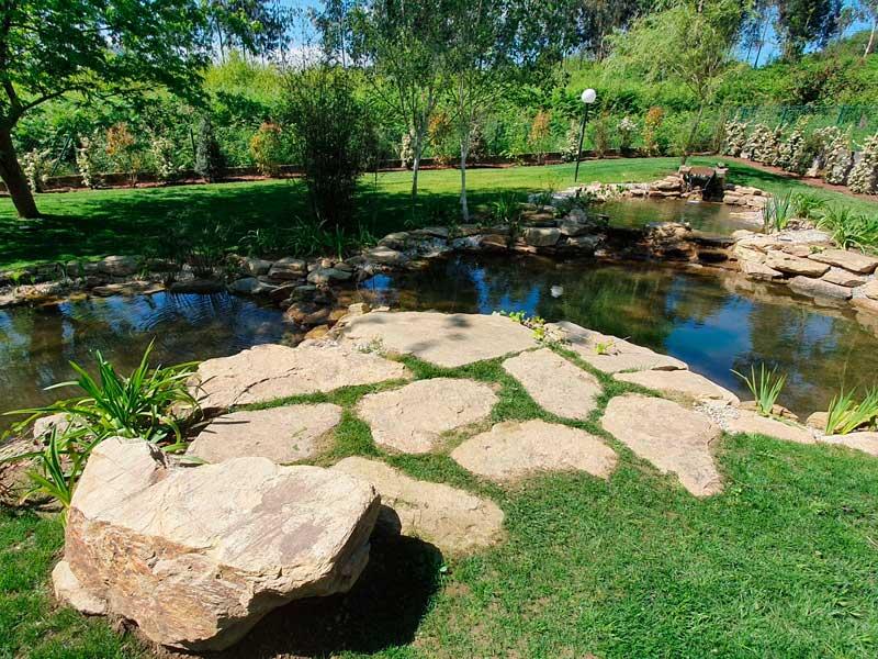 Empresa de jardinería en La Coruña para el diseño de estanques y cascadas